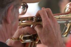 Homem em Trumpet_7706-1S Fotografia de Stock Royalty Free