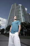 Homem em um ajuste urbano Fotografia de Stock