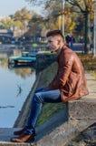 Homem em um parque, no outono Foto de Stock Royalty Free