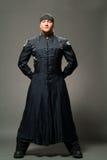 Homem em um raincoat preto imagem de stock royalty free