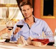Homem em um restaurante imagens de stock