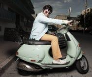 Homem em um 'trotinette' Imagem de Stock Royalty Free