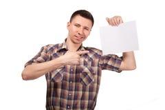 Homem em uma camisa de manta com placa branca vazia foto de stock royalty free