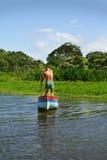 Homem em uma canoa Imagem de Stock