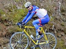 Homem em uma raça de bicicleta Imagens de Stock