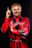 Homem em uma veste vermelha Imagens de Stock Royalty Free