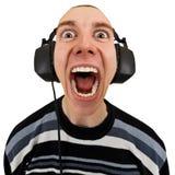 Homem engraçado em shouting estereofónico dos auscultadores Imagens de Stock Royalty Free