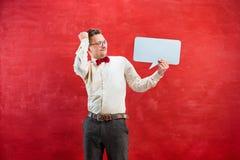 Homem engraçado novo com sinal vazio vazio Fotos de Stock