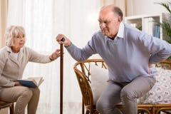 Homem envelhecido e dor lombar Imagens de Stock