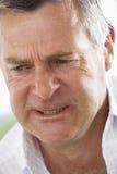 Homem envelhecido médio que olha de sobrancelhas franzidas imagem de stock royalty free