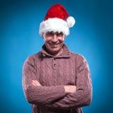 Homem envelhecido meados de que veste um chapéu de Santa Imagens de Stock
