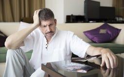 Homem envelhecido meio no débito imagens de stock royalty free