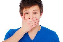 Homem espantado que cobre sua boca imagens de stock royalty free