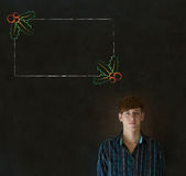 Homem, estudante ou professor olhando o com menu do azevinho do Natal para fazer a lista de verificação Fotos de Stock