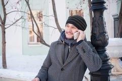 Homem europeu que fala no telefone Foto de Stock Royalty Free