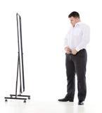 Homem excesso de peso que admira-se em um espelho Imagens de Stock
