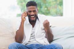 Homem Excited no telefone Imagens de Stock