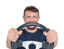 Homem farpado feliz com o volante, isolado no fundo branco, conceito do motorista imagens de stock royalty free
