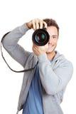 Homem feliz com câmara digital foto de stock