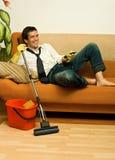 Homem feliz com espanador Fotografia de Stock
