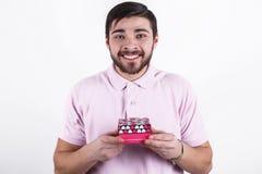 Homem feliz com os presentes no dia especial Imagem de Stock