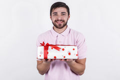 Homem feliz com os presentes no dia especial Fotografia de Stock Royalty Free