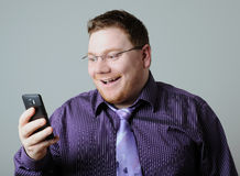 Homem feliz com telefone Imagens de Stock Royalty Free