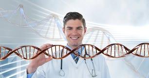 Homem feliz do doutor com a costa do ADN 3D Foto de Stock