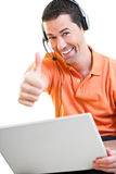 Homem feliz do trabalho em casa que trabalha no sorriso do portátil Imagens de Stock