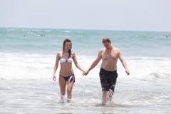 Homem feliz e a menina foto de stock royalty free