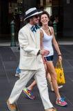Homem feliz fora da estação da rua do Flinders após Melbourne Cup fotos de stock royalty free