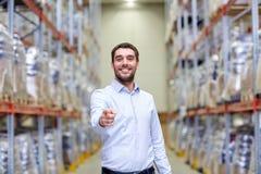 Homem feliz no armazém Fotos de Stock