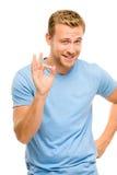 Homem feliz que dá o sinal aprovado - retrato no fundo branco Fotografia de Stock
