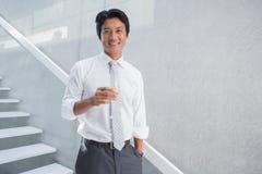 Homem feliz que guarda a flauta do champanhe Fotografia de Stock