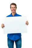 Homem feliz que guarda a placa Fotografia de Stock