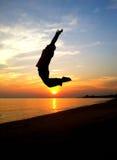 Homem feliz, salto Imagem de Stock Royalty Free