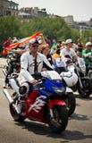 Homem gay em motocycles durante o orgulho alegre imagem de stock