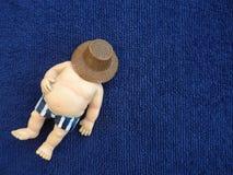 Homem gordo em um fundo azul Fotos de Stock