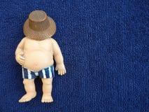 Homem gordo em um fundo azul Imagem de Stock