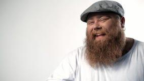 Homem gordo que sorri com excitamento vídeos de arquivo