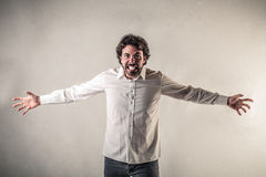 Homem gritando com braços abertos Imagem de Stock
