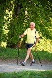Homem idoso com passeio nórdico Fotografia de Stock Royalty Free