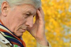 Homem idoso pensativo Fotos de Stock Royalty Free