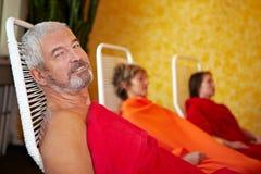 Homem idoso que relaxa após termas Imagens de Stock