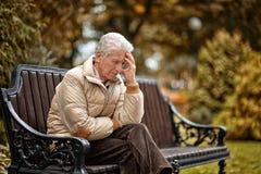 Homem idoso triste fora Foto de Stock Royalty Free
