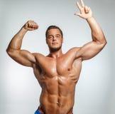 Homem impressionante com torso despido fotos de stock