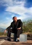 Homem indígeno pelo lado da estrada imagem de stock