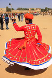 Homem indiano na dança tradicional do vestido no festival do deserto, Jais Fotografia de Stock Royalty Free
