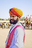 Homem indiano no vestido tradicional que participa no Sr. Desert Competition Fotos de Stock
