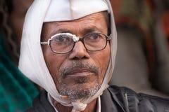 Homem indiano que olha para fora Foto de Stock Royalty Free